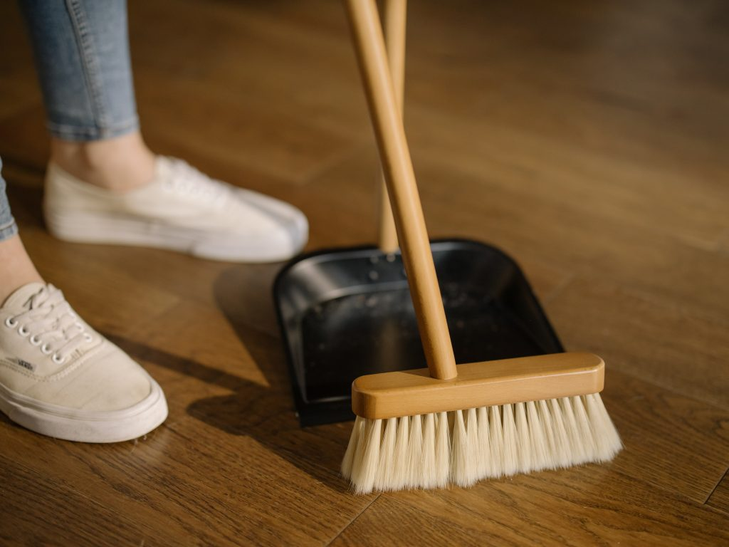 cleaning the house for weight loss